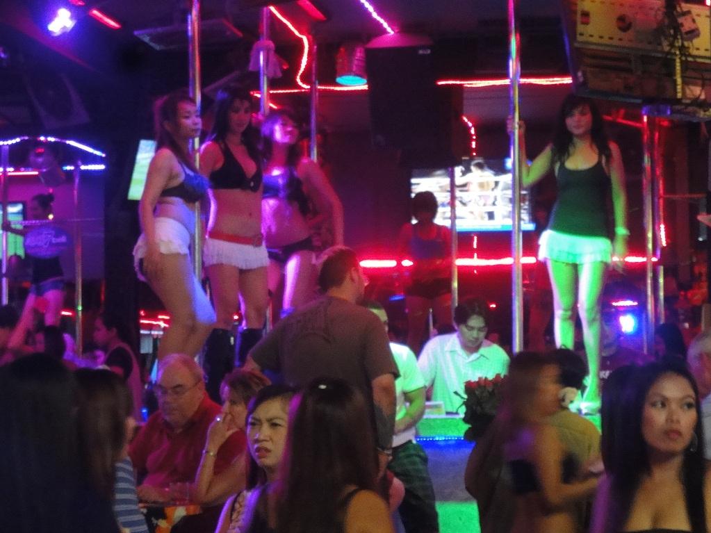 ГоуГоу бары с тайками